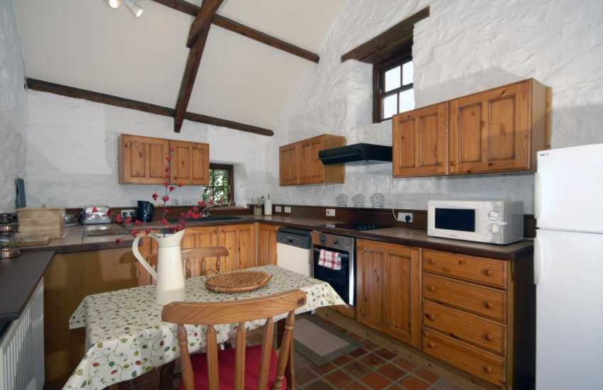 Self-catering holiday cottage near Newport - country style fitted kitchen