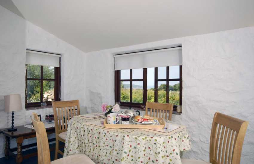 Self catering Pembrokeshire cottage - dining room with sea views
