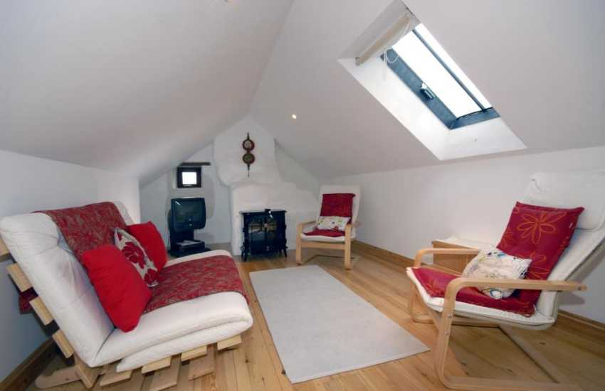 Self catering Pembrokeshire Coast Path cottage - first floor reading room