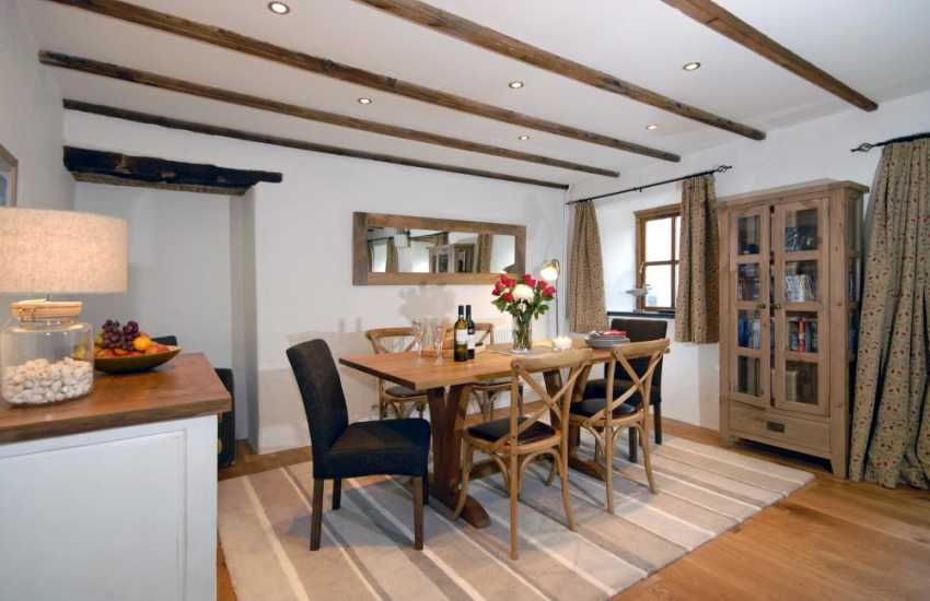 St Davids holiday cottage with open plan dining area