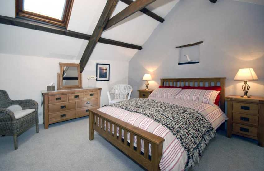 Pembrokeshire coast holiday cottage sleeps 6 - first floor 5' double