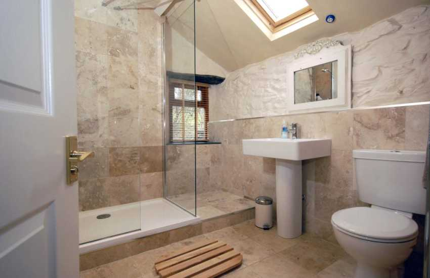 North Pembrokeshire holiday cottage - double shower room