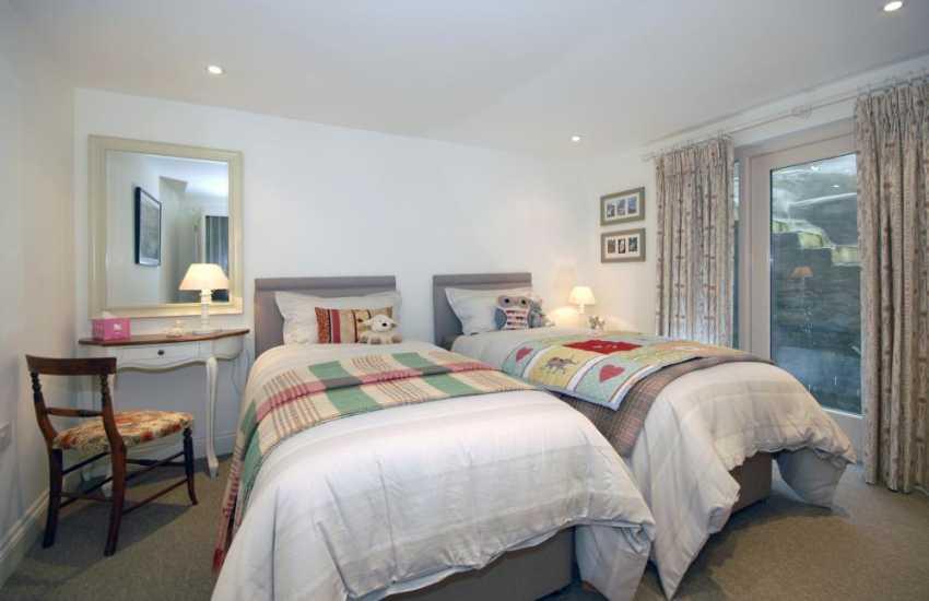 Haven Waterway house for rent sleeping 6 - twin bedroom