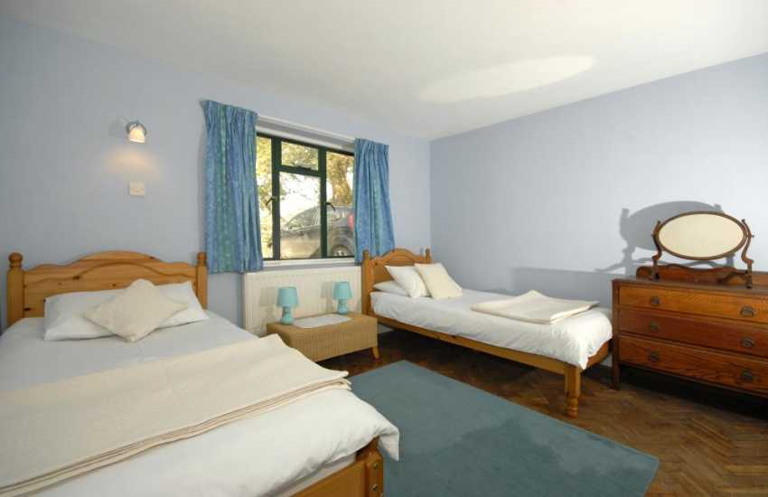 South Pembrokeshire holiday accommodation sleeping 8 - twin