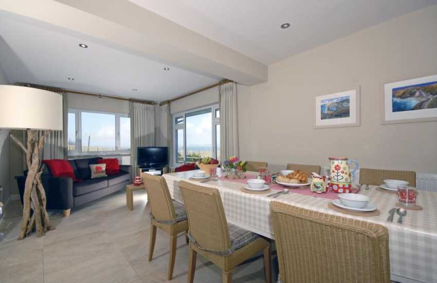 North Pembrokeshire self catering bungalow - open plan kitchen/diner/family room