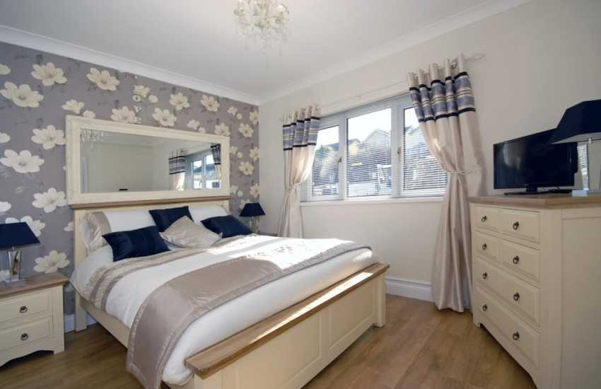 Holiday home Pembrokeshire sleeps 6 - Ground floor double with en-suite shower