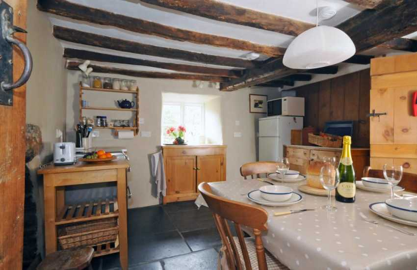 Maentwrog  cottage - kitchen