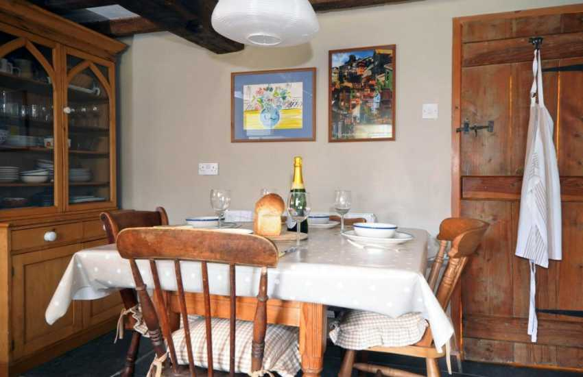 Maentwrog holiday cottage - dining table