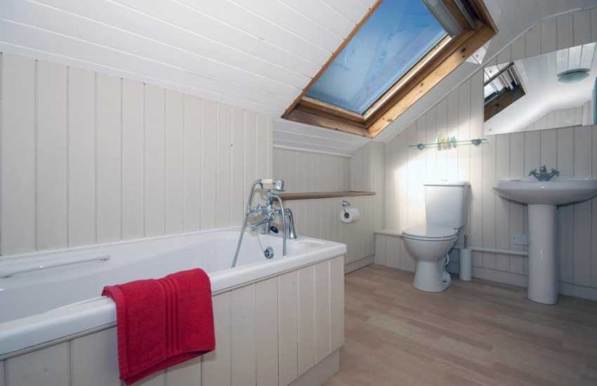 New Quay holiday home - 2nd floor master en-suite bathroom
