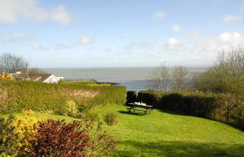 Holiday cottage with sea views over New Quay harbour