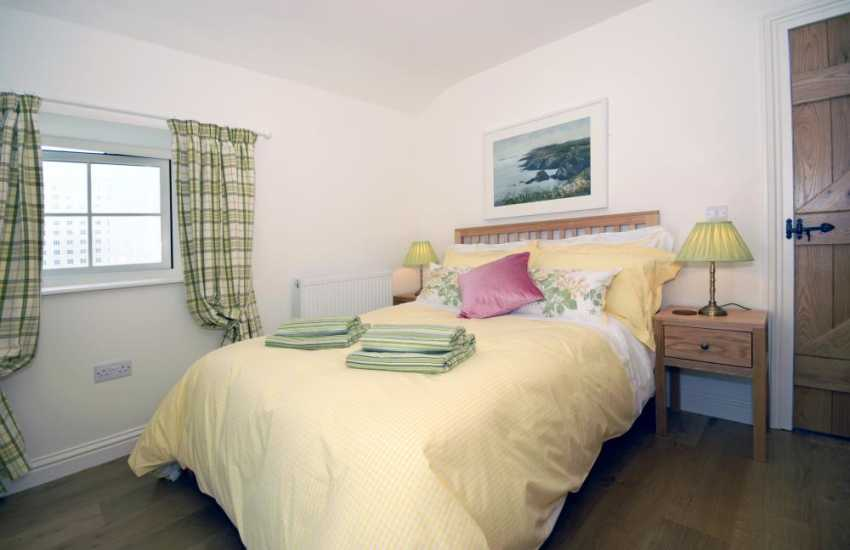 South Pembrokeshire holiday home - king size master bedroom