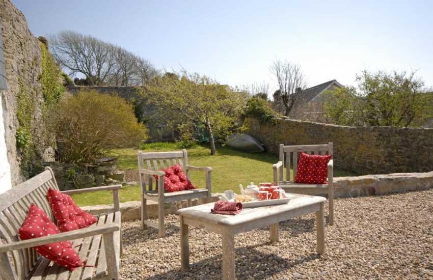 Pembrokeshire coastal cottage with private garden