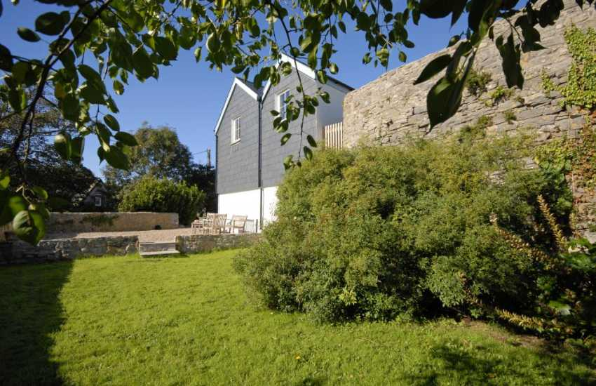 Manorbier holiday cottage with private garden