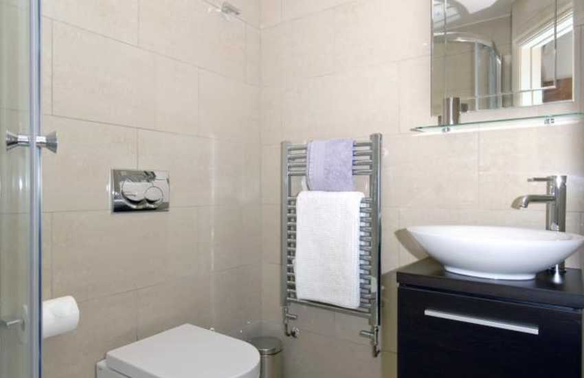 Manorbier holiday home - en-suite shower