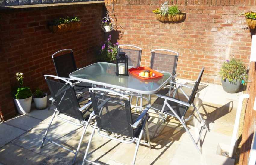 Holiday Cottage Menai Bridge - BBQ area