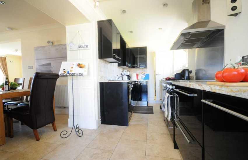 Big holiday house Abersoch - kitchen