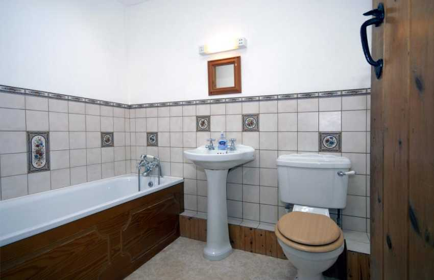 Self-catering Pembrokeshire - family bathroom
