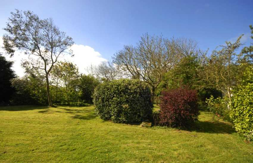Fishguard Bay pet free holiday cottage with private gardens