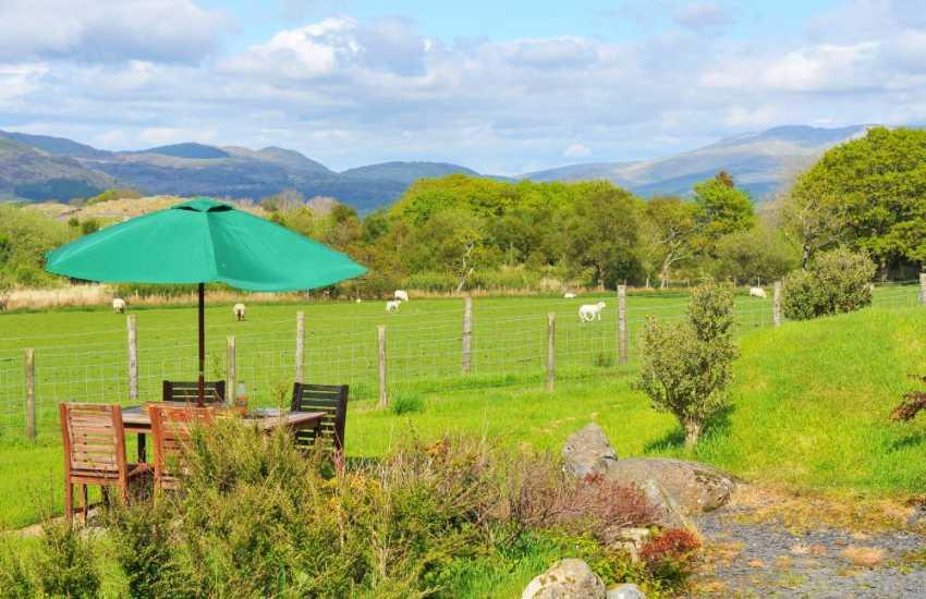 Snowdonia holiday cottage views - garden
