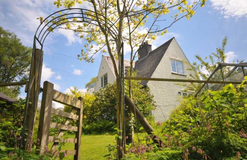 Romantic cottage Wales - garden