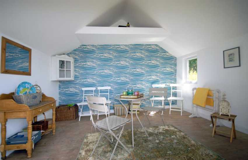 Cosy summer retreat in the cabin at Haven View