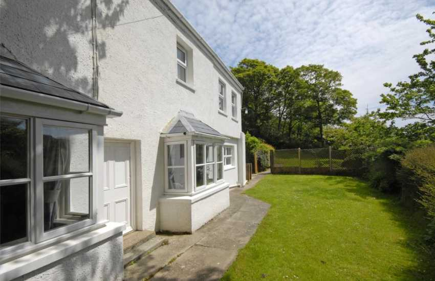 Solva Valley holiday cottage with gardens and dog welcome