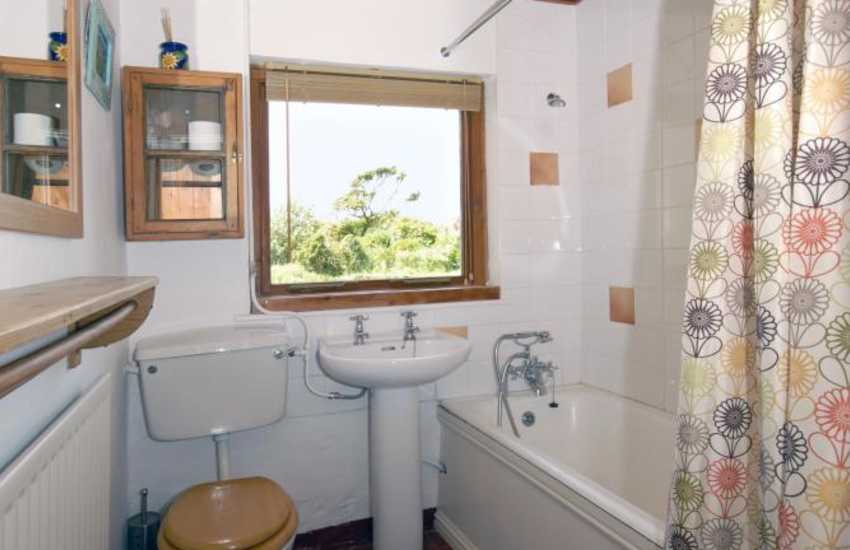 Newgale holiday cottage - ground floor family bathroom
