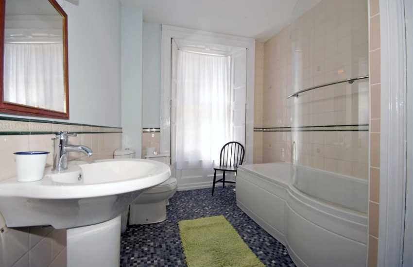 Holiday home Tenby - first floor family bathroom