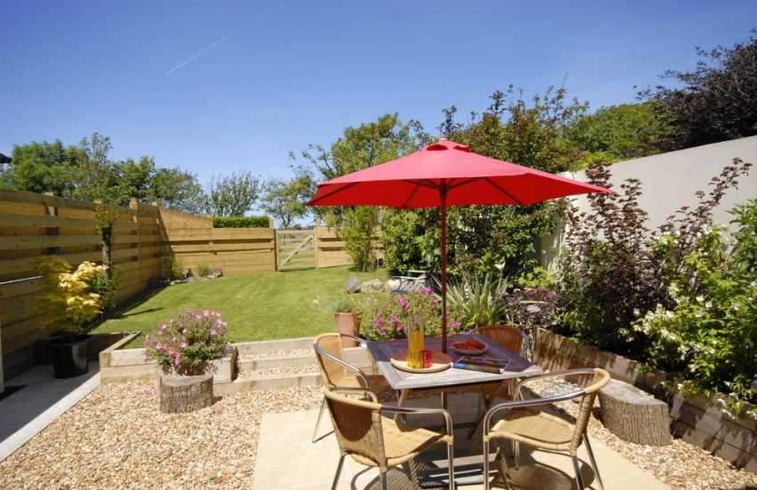St Davids holiday cottage with paved patio and garden - dogs welcome