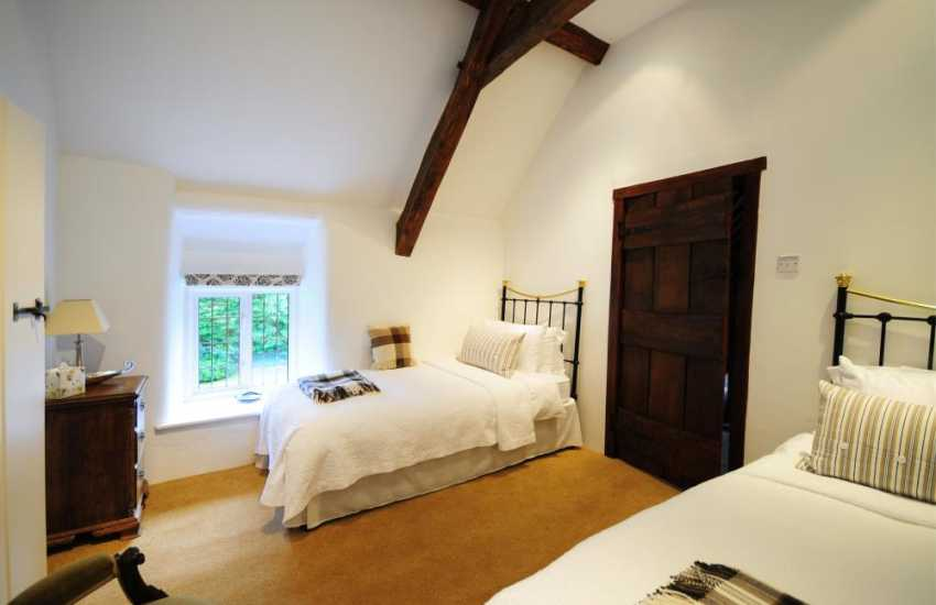 Twin bedroom in Snowdonia holiday cottage