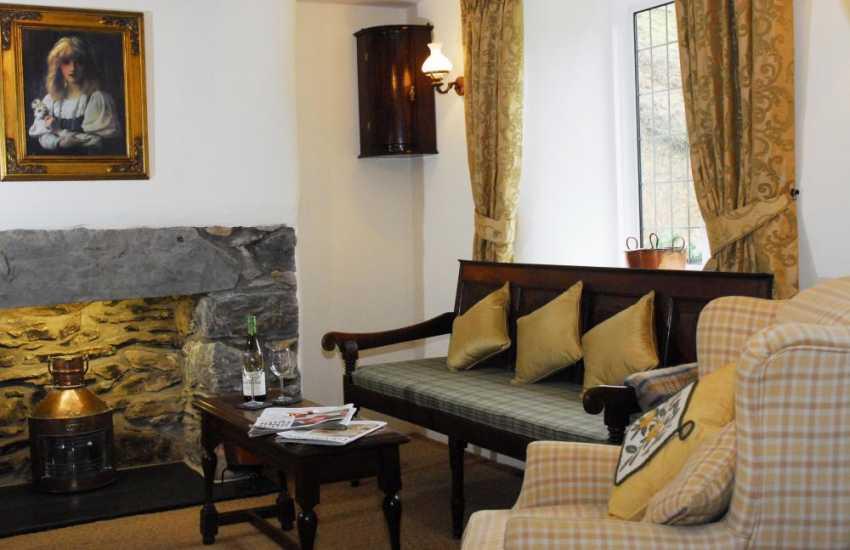 Bala North Wales holiday cottage sleeps 9 - sitting room