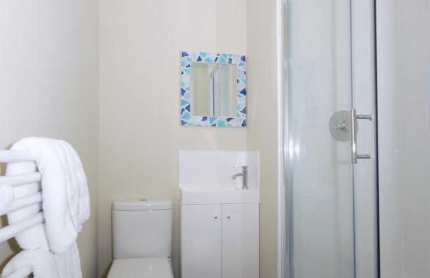 Aberaeron holiday home - en-suite shower