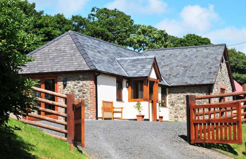 Luxury mid Wales holiday cottage