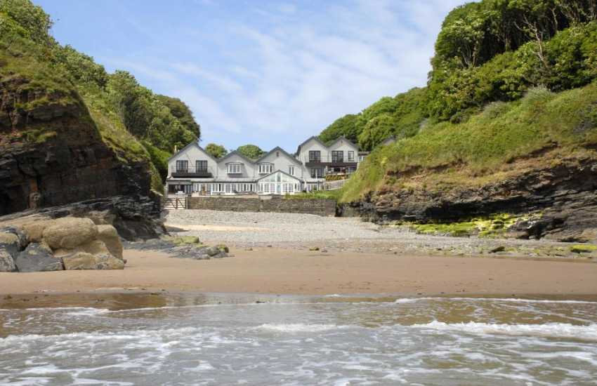 Pembrokeshire 19th century secluded holiday house on Waterwynch Beach
