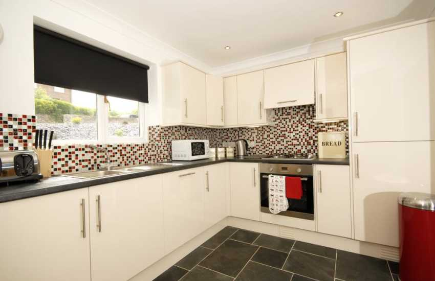 Self-catering holiday home in Pembrokeshire - luxury fitted kitchen