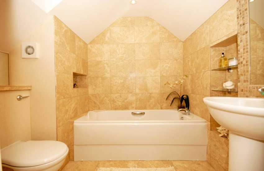 Bosherston holiday home - Master en-suite bathroom