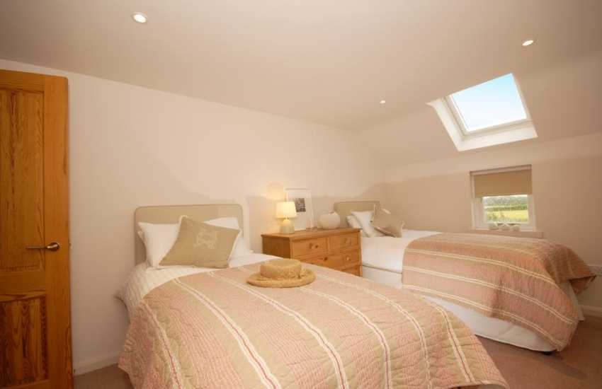 South Pembrokeshire holiday cottage sleeping 6 - twin bedroom