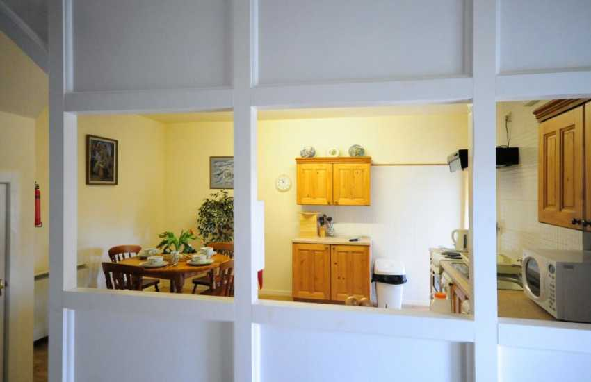 Holiday cottage on Mawddach - kitchen