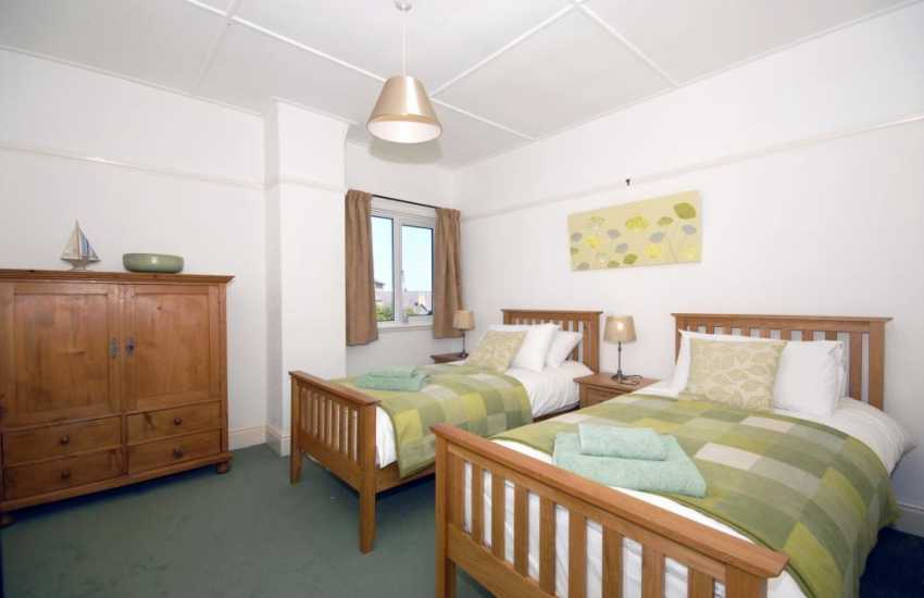 New Quay holiday home - twin bedroom