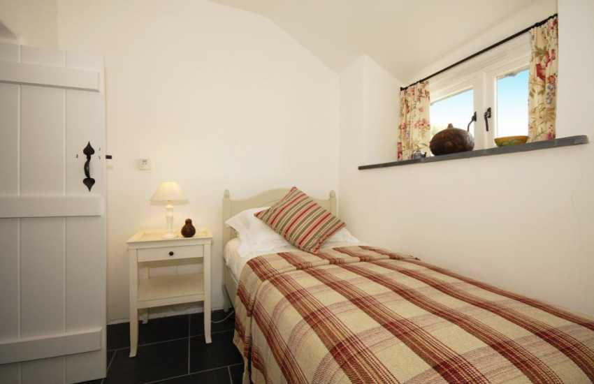 Pembrokeshire holiday cottage sleeping 6 - ground floor single