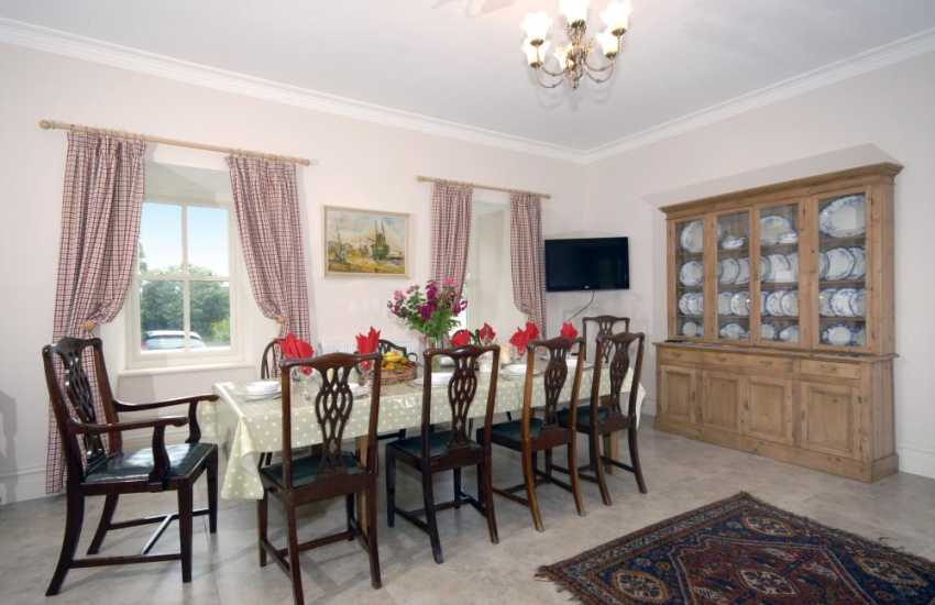 South Pembrokeshire holiday home with large open plan dining area, WiFi and Broadband