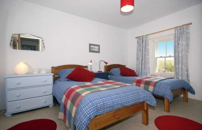 Pembrokeshire coast holiday cottage sleeping 8 - ground floor twin