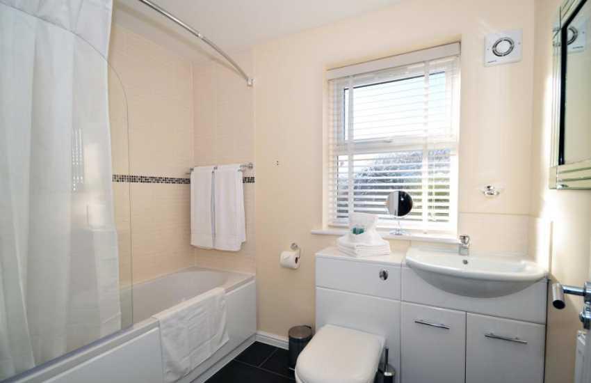 Conwy holiday cottage north Wales - bathroom