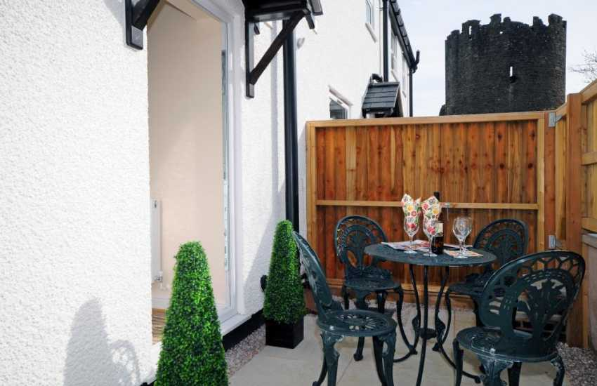 North Wales holiday cottage Conwy - garden table