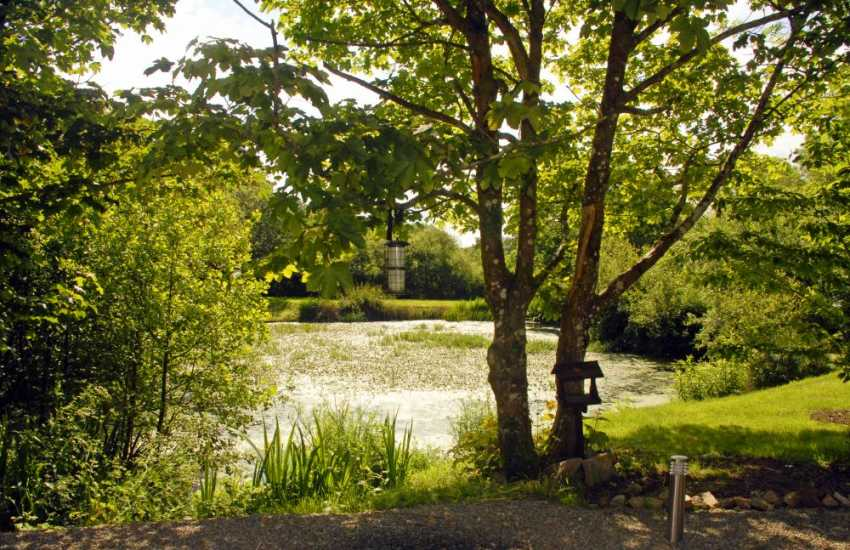 North Pembrokeshire holiday home near the sea - gardens and pond