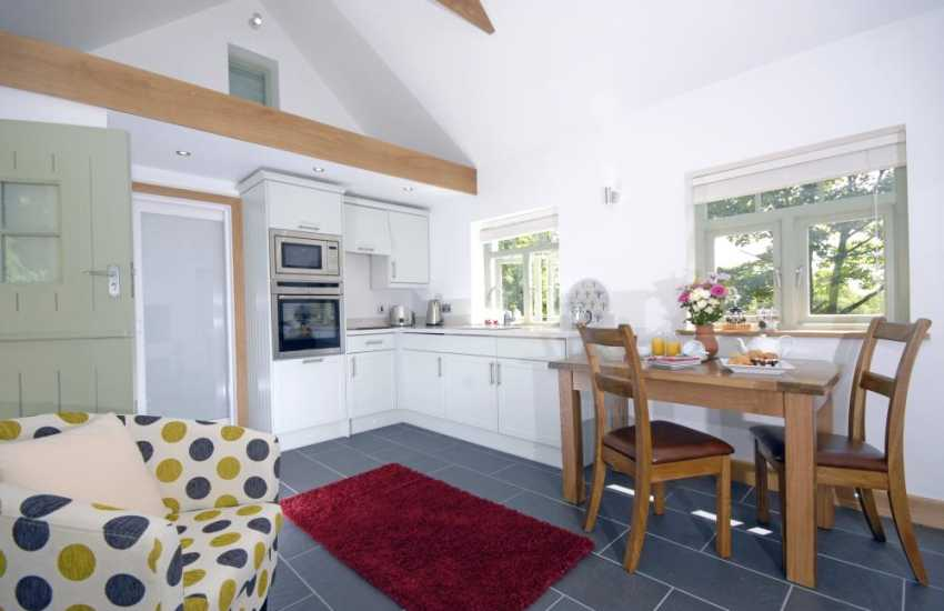 Whitesands Bay cottage with under floor heating - kitchen dining area