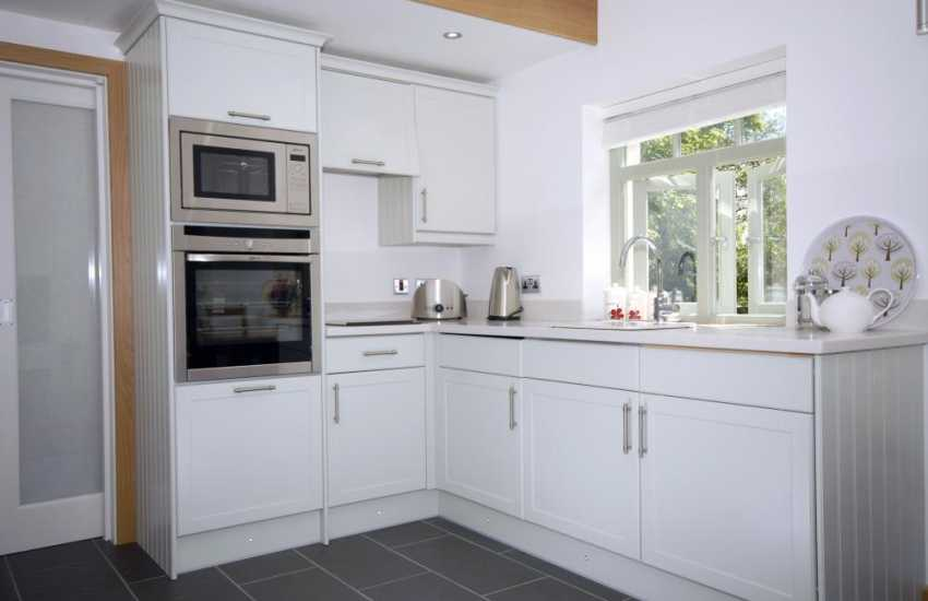 Self-catering holiday cottage near Solva - smart kitchen