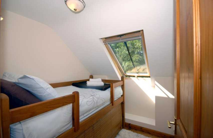 Self-catering Pembrokeshire holiday cottage sleeping 3 - raised 6'single
