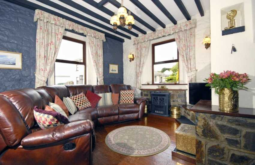 South Pembrokeshire holiday home on the banks of the Cleddau River - lounge area