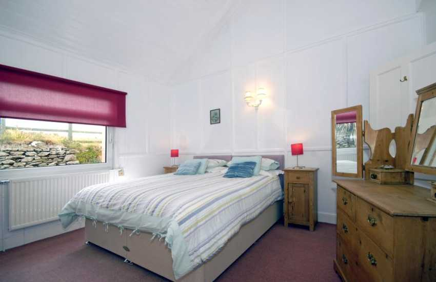 St Justinian's holiday home sleeps 16 - zip and link twin/kingsize double